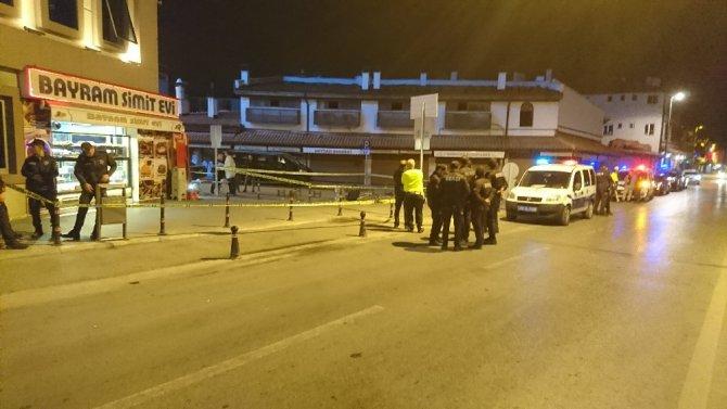 Bir kişiyi kafasından bir kişiyi sırtından vurdu