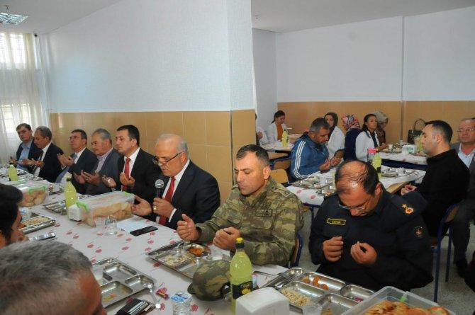 Akşehirli öğrenciler askerler için bin 400 Fetih Suresi okudu