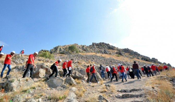 NEÜ öğrenci toplulukları başkanları doğa yürüyüşünde buluştu