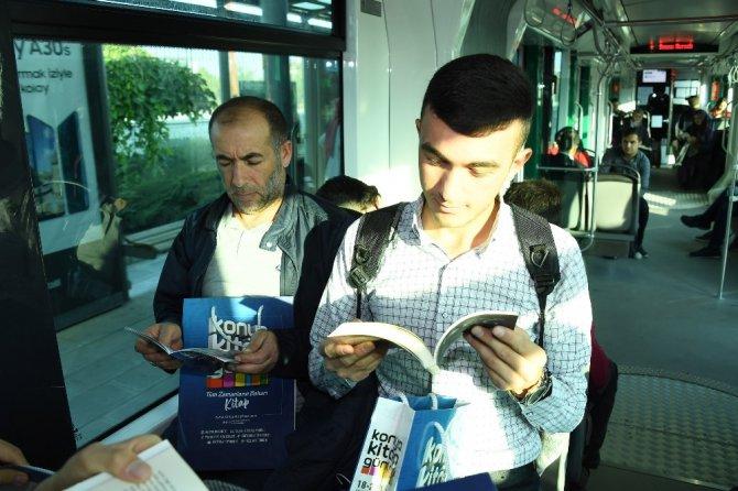 Büyükşehir'den tramvayda kitap sürprizi