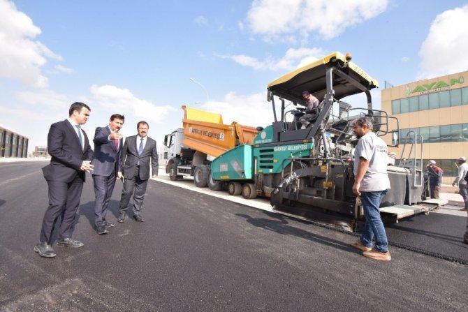 Başkan Kılca, sanayi bölgelerindeki yol asfaltlama çalışmalarını inceledi