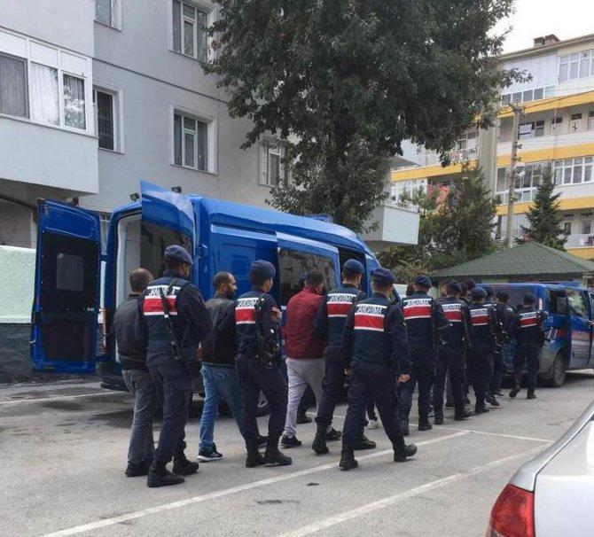 Konya'da jandarmadan zehir tacirlerine operasyon: 8 gözaltı