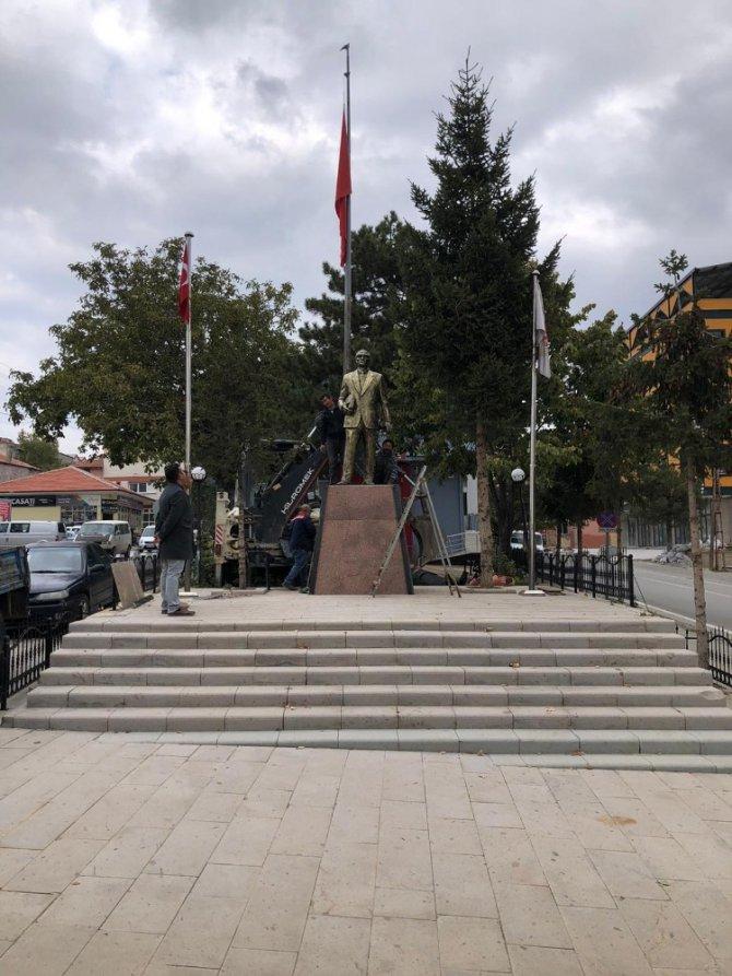 Hüyük'te Atatürk Anıtı ve kaidesi yenilendi