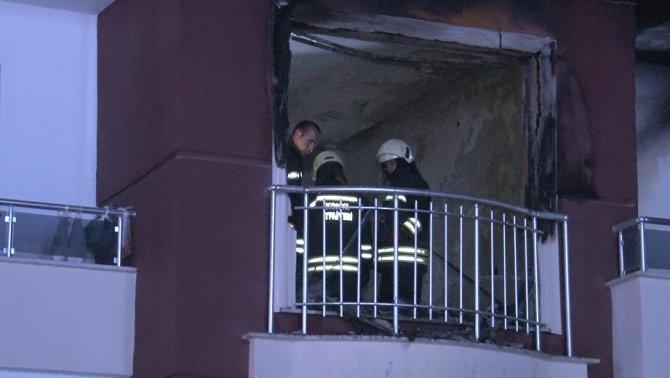 Apartmanda yangın paniği: 10 kişi hastanelik oldu
