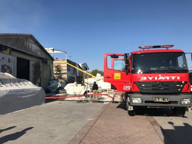 Konya'da mobilya deposunda yangın