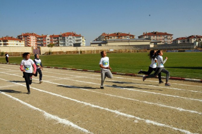 Akşehir'de 2. Zekai Baloğlu Atletizm Yarışması'na yoğun ilgi