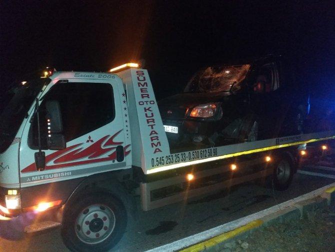 Beyşehir'de hafif ticari araç devrildi: 3 yaralı