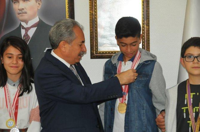 Başkan Akkaya'dan şampiyon sporcuya altın
