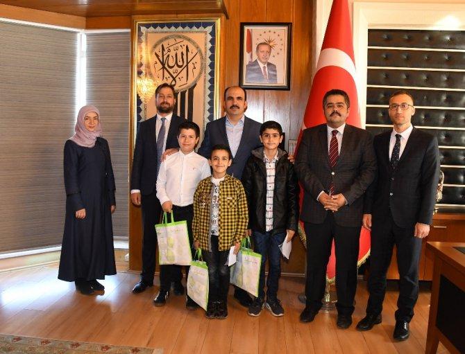 Başkan Altay askerlere mektup yazan öğrencilerle buluştu