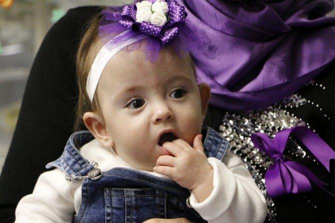 Yaşamaz denilen Hafsa Ceren bebek hayata tutunup 13 aylık oldu