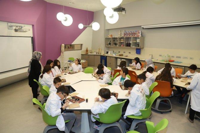 Konya'da öğrenciler ara tatili bilimle geçiriyor