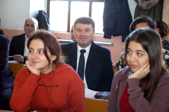 Başkan Dinçer, 21 yıl önce mezun olduğu okulda öğrencilerle buluştu