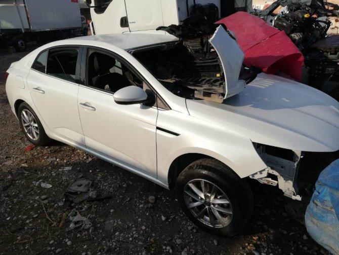 İzmir ve İstanbul'da çalınan lüks araçlar Konya'da parçalanırken bulundu