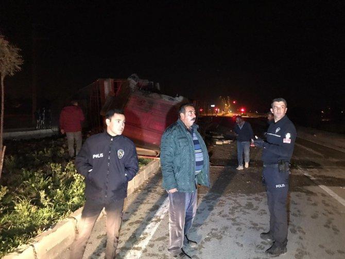 Konya'da pancar yüklü tır devrildi
