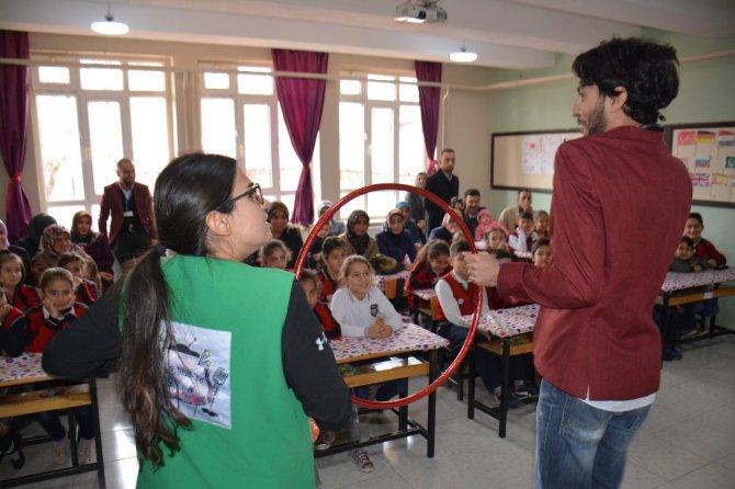 Medeniyet Okulu Tiyatrosu 31 ilçede öğrencilerle buluşuyor