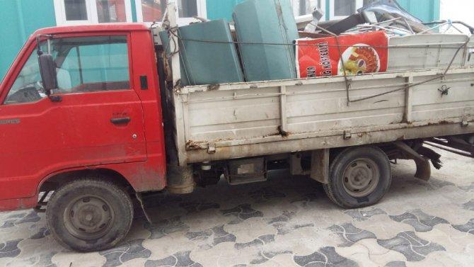 Hırsızlık şüphelileri kamyonun yanmayan lambasından yakalandı