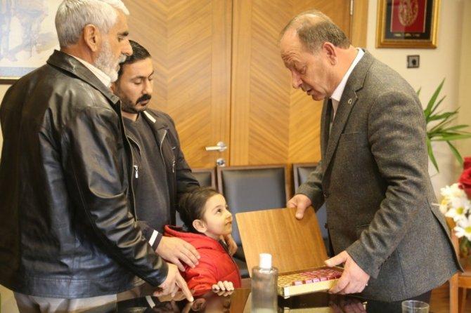Başkan Oprukçu hemşehrileri ile kucaklaşmaya devam ediyor