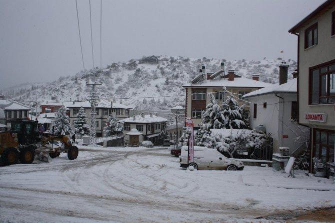 Konya'nın ilçelerinde kar yağışı