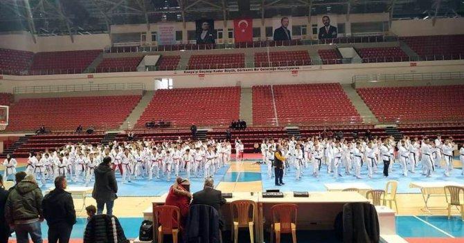 Konya'da tekvando siyah kuşak ve dan terfi sınavları yapıldı