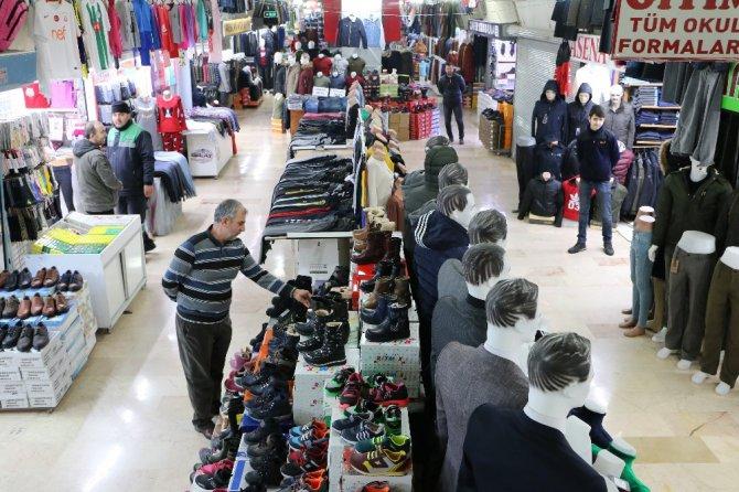 Sanal alışverişe ilgi artarken, küçük esnafa azalıyor