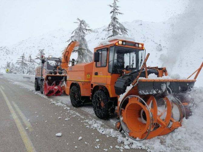 Konya Antalya Karayolunda kar temizliği devam ediyor