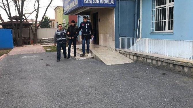 Kuzenini bıçakladıktan sonra yurt dışına kaçmak isteyen şahıs tutuklandı