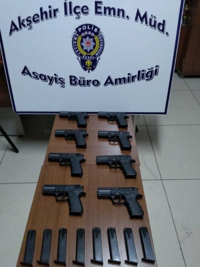 Polisten kaçan araçta 8 adet tabanca bulundu