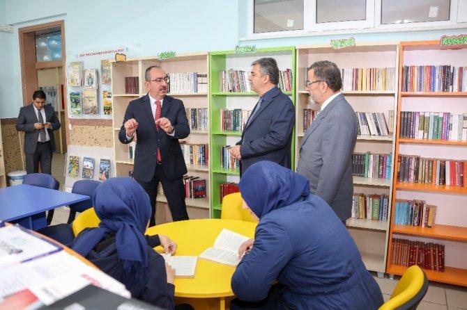 Başkan Kavuş'tan her okula kitaplık müjdesi