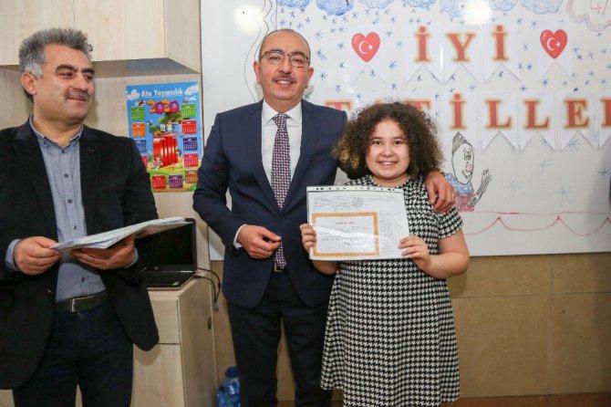 Başkan Kavuş, öğrencilerin karne mutluluğuna ortak oldu