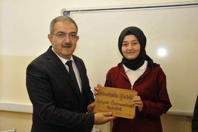 Rektör Şahin, öğrencilerin karne heyecanına ortak oldu