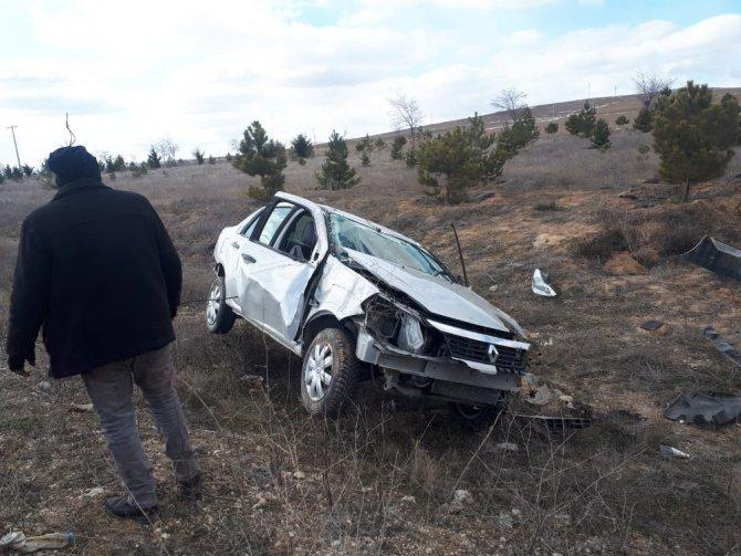 Otomobil şarampole devrildi: 1 ölü, 1 yaralı