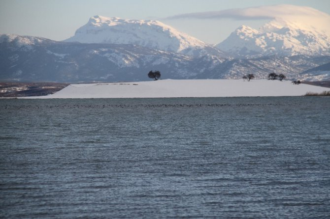 Beyşehir Gölü Milli Parkı kış mevsiminde de bir başka güzel