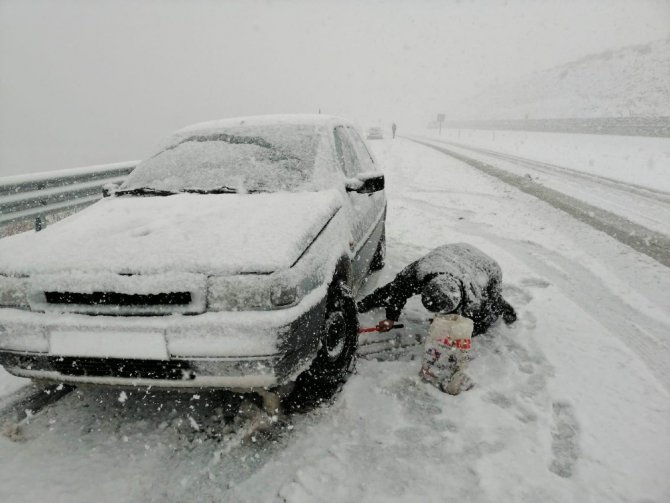 Konya-Antalya kara yolunda yoğun kar yağışı