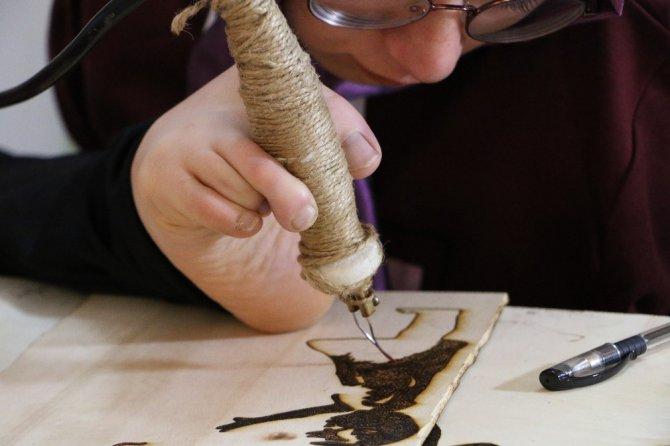 Ayağıyla yaptığı sanatını dünya çapında ilerletmek istiyor