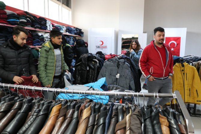 Kızılay'dan ASÜ'ye yardım butiği