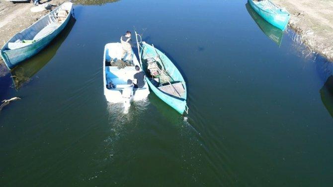Beyşehir Gölü'nde 'şok'la yasa dışı balık avcılığına droneli takip