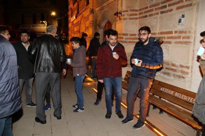 Akşehir'de ballı süt ikramı geleneği devam ediyor