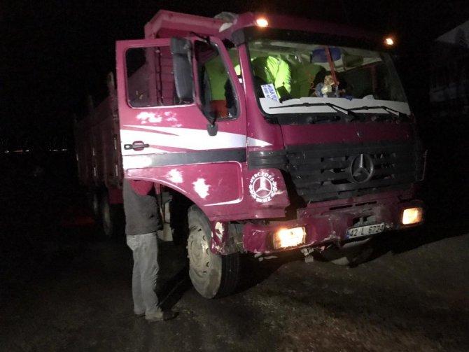 Konya'da kamyon ile otomobil çarpıştı: 5 yaralı