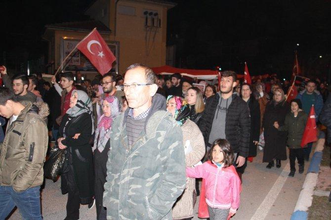 Vatandaşlar İdlib şehitlerini anmak için yürüdü
