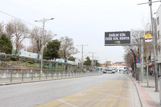 Konya trafik ışıklarında ve led ekranlarda 'evde kal' çağrısı yapıldı