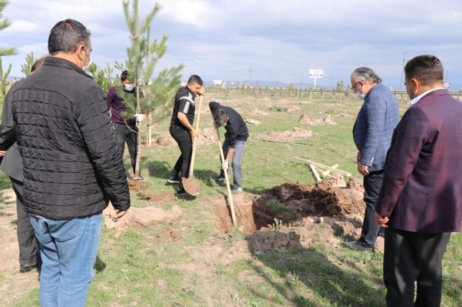 Aksaray'da 'inadına üretim, inadına yatırım' sloganıyla 5 bin fidan toprakla buluştu