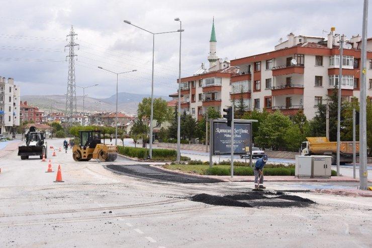 Konya Büyükşehir Belediyesi vatandaşlar evdeyken kavşaklarda düzenleme yapıyor