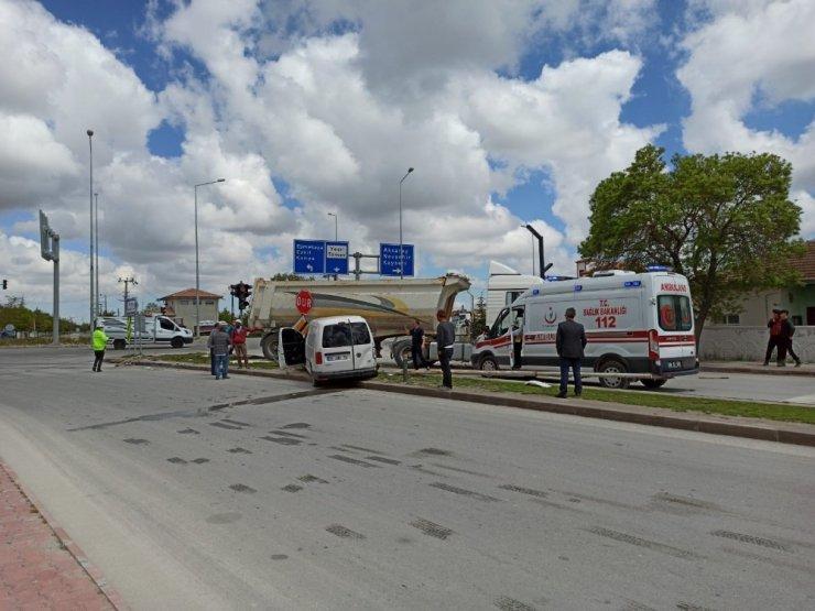 Aksaray'da kamyonet ile tır çarpıştı: 2 yaralı
