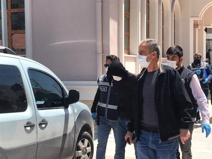 Duvarını deldikleri kuyumcudan 200 bin liralık altın çalan şüpheliler tutuklandı