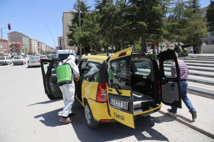 Ereğli Belediyesi ticari taksileri dezenfekte etmeye devam ediyor