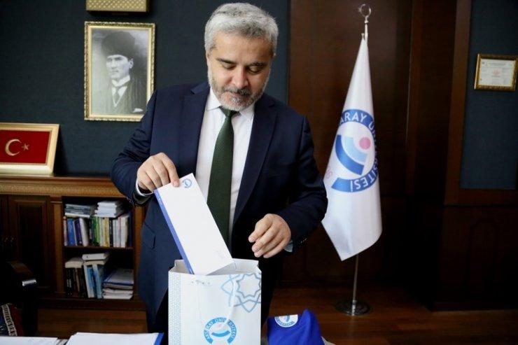 Rektör Şahin yazdığı bir mektupla öğrencilere hediyelerini yolladı