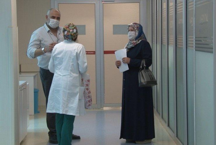Kocasının cenazesinde korona virüs bulaşan kadın 42 gün sonra taburcu oldu