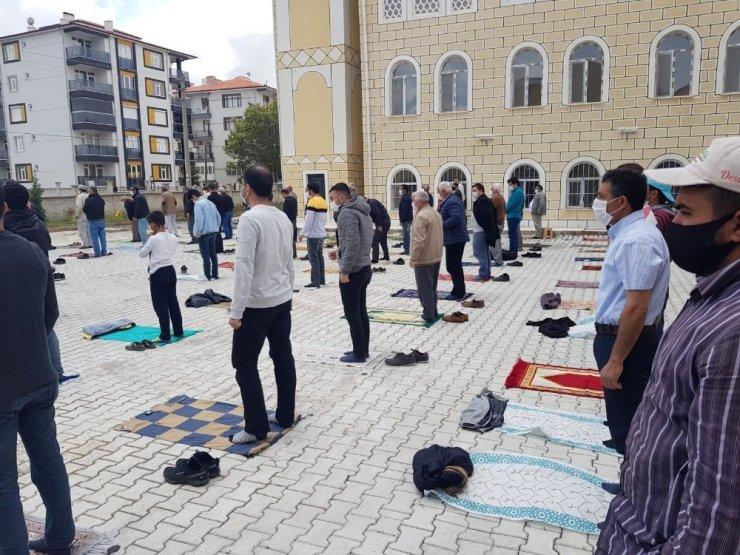 Kulu'da uzun aradan sonra ilk cuma namazı kılındı