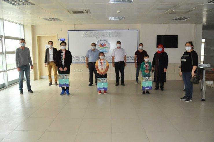 19 Mayıs Online Satranç Turnuvası'nda derece yapanlara ödülleri verildi