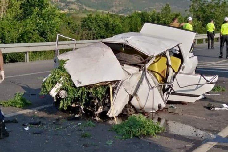 Konya'da refüje çarpan otomobil takla attı: 3 ölü, 2 yaralı